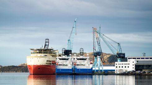 Ved kaia ligger det største skipet Ulstein har bygget. Det kan bli lenge til neste gang