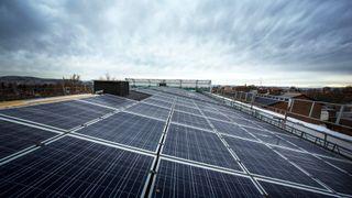 Her driftes hele byggeplassen med solceller