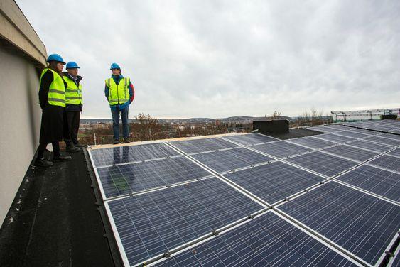 Byggeplass med solceller på Tåsen