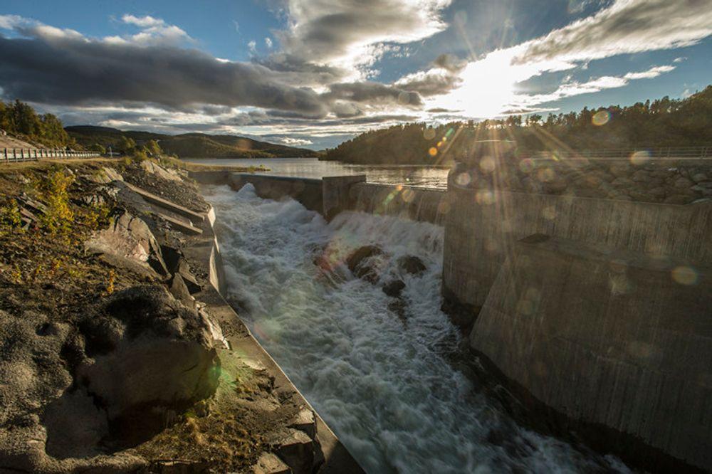 Fornybar energi blir viktigere og viktigere. Her fra Møsvassdammen fra Månavassdraget ved Rjukan.