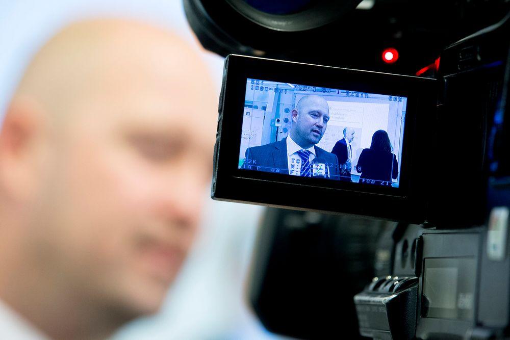 Justis- og beredskapsminister Anders Anundsen (Frp) mottok Digitalt sårbarhetsutvalg sin utredning mandag formiddag.