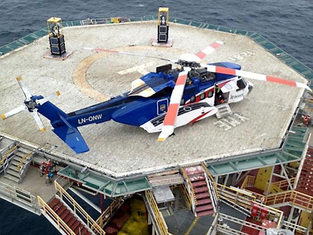 Helikopteret på Yme to dager etter nødlandingen, rett før det ble fløyet tilbake til Sola.