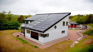 Slik skal Hans-Olof leve uten strøm til vinteren