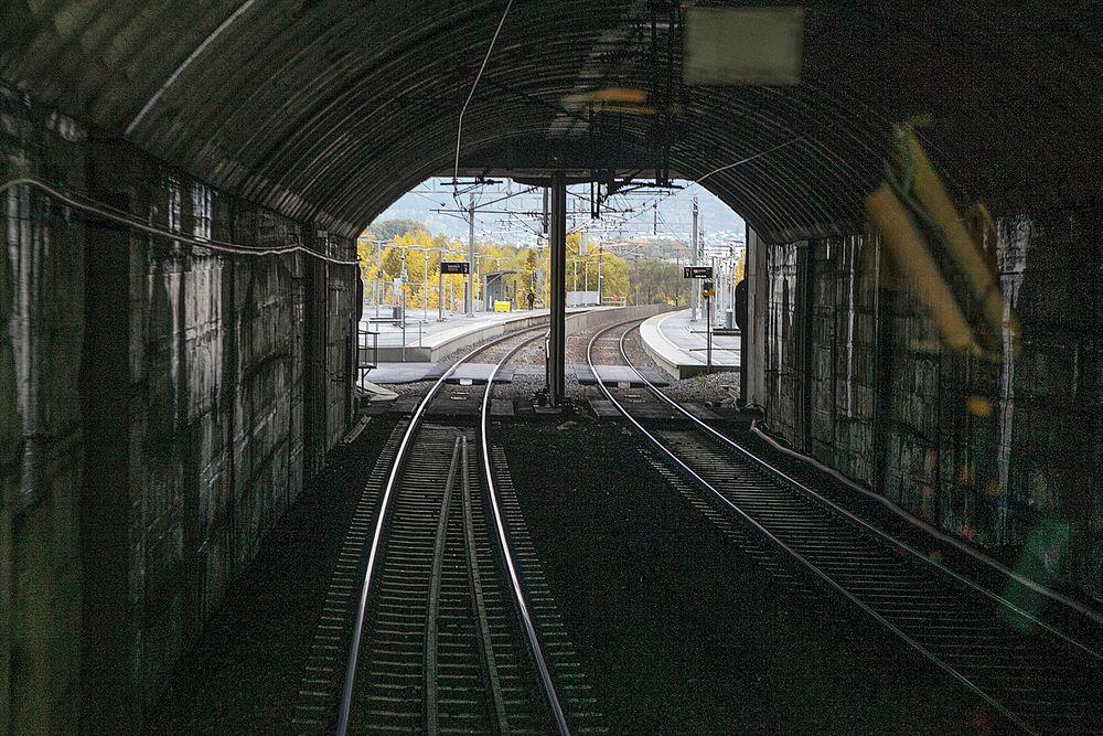 20 indiske jernbaneingeniører var nylig i Norge for å lære om den norske metoden for driving av tunneler.