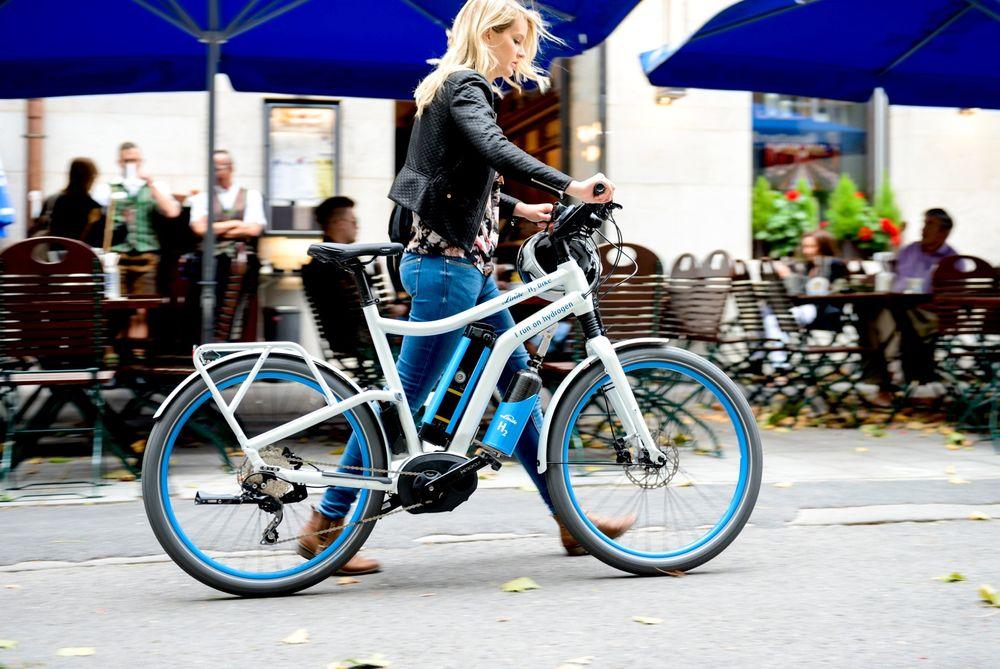 Hydrogen-sykkelen H2 skal ha en rekkevidde til en 10 mils-tur på en tank, som i tillegg kan fylles på under seks minutter, ifølge produsenten.