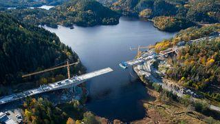 Se utbyggingen av jernbanen mellom Larvik og Porsgrunn fra luften