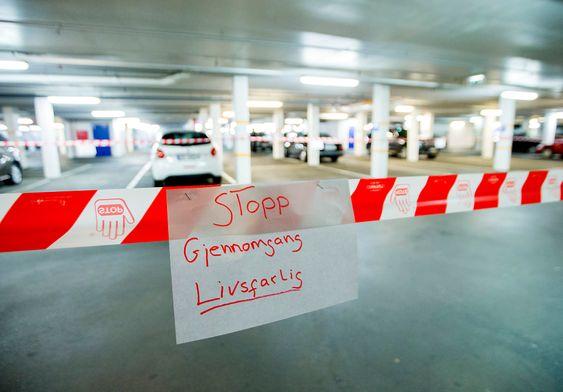 Lysaker  20151104.Nødetatene har sperret av et område etter at et garasjetak er i ferd med å kollapse på Lysaker Brygge utenfor Oslo onsdag ettermiddag.Foto: Vegard Wivestad Grøtt / NTB scanpix