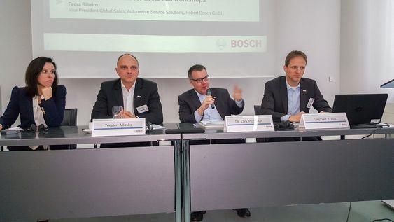 Skal gjøre bilen digital: Bosch stiller med hele ledelsen når de skal presentere planene for den tilkoblede bilen.