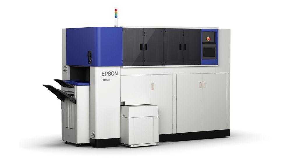 Papirfrabrikk: Epsons PaperLab kan bruke gammelt kontorpapir til å produsere nytt papir i en ny vannfri prosess.
