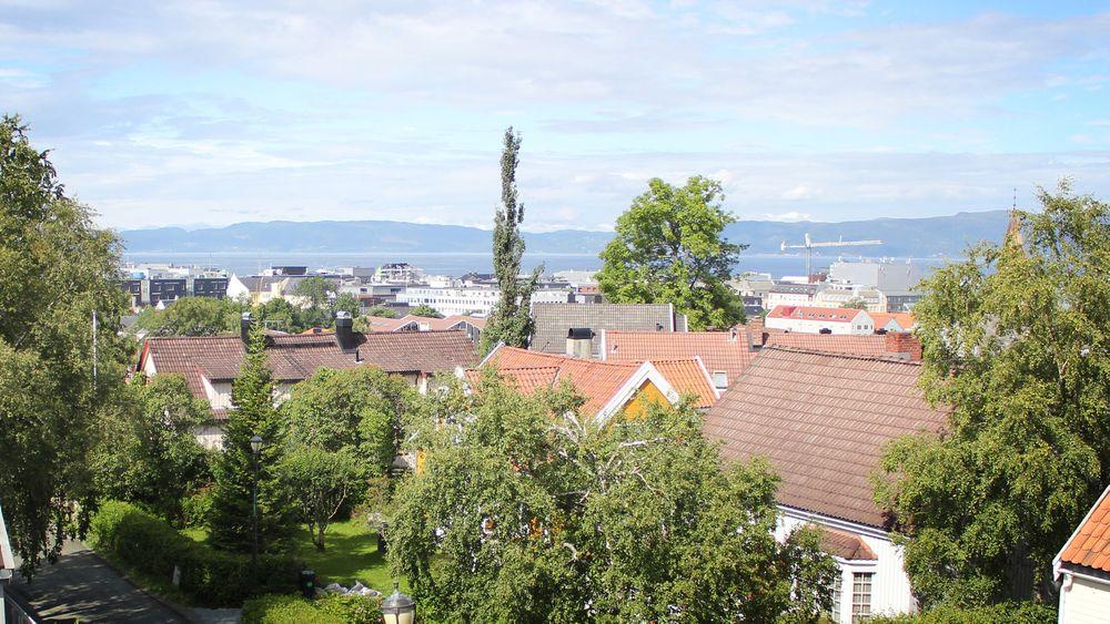 Utsikten fra den nye loftsstuen som det tok Byggesakskontoret i Trondheim 2,5 år å godkjenne.