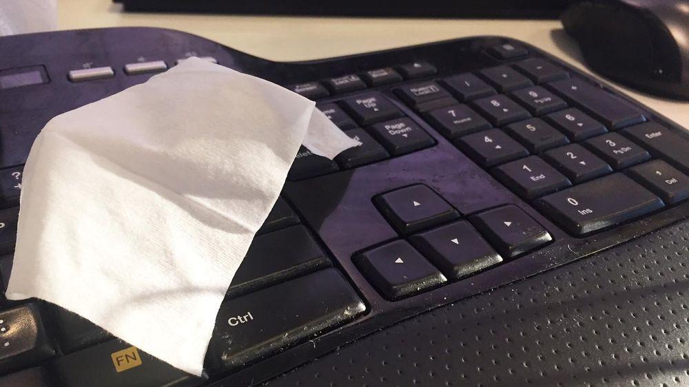 En innsender forteller om et verksted som fant ut at «hvitt tørket fremmedlegeme» var årsaken til det defekte tastaturet. Illustrasjonsfoto: Erlend Tangeraas Lygre