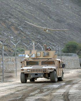RQ-20A Puma regnes som en av de største dronene som kan sendes ut for hånd.