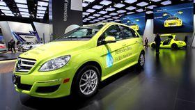 For fem år siden skulle noen iøynefallende B-klasse F-cell kjøre jorda rundt for å demonstrere hvor langt Mercedes-Benz hadde kommet med hydrogenteknologien. Fortsatt er selskapet fortsatt på demostadiet.