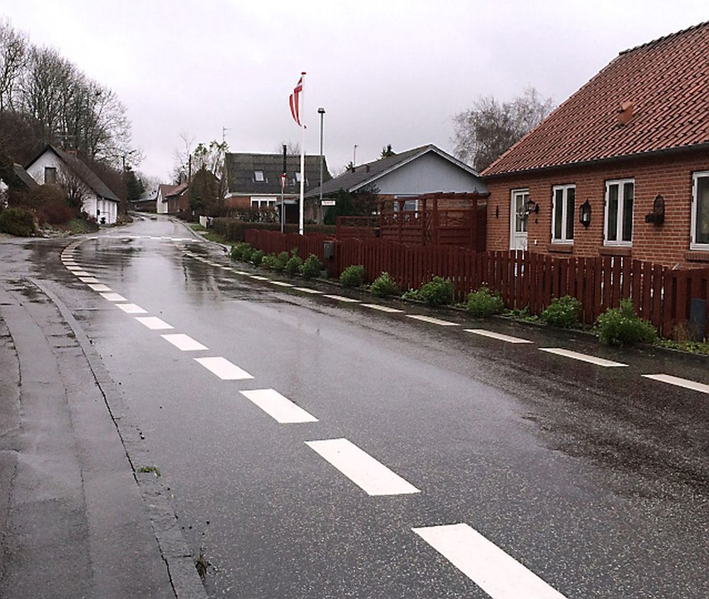 Thorsagervej i Syddjurs Kommune i Danmark har testet ut 2 minus 1-vei i flere år.