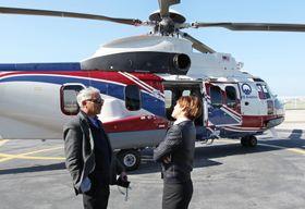 Patrick Le Barbenchon ved et EC225 på Airbus Helicopters-fabrikken i Marignane i Frankrike.