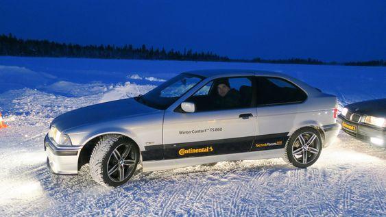 Gammel bil med nye dekk: Den 15 år gamle BMWen var en drøm å kjøre. Selv uten ESP. Den sladdet den også, men mindre, og med de nye dekkene slapp vi all rattingen for å få den på stø kurs igjen.