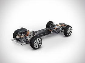 Drivlinja på nye XC90 Twin Engine med en turboladet bensinmotor på forakslingen og en elmotor (60 kW) på bakakslingen.
