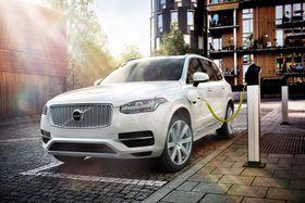 En ladbar hybrid kan kjøres helt elektrisk, men har vesentlig kortere elektrisk rekkevidde enn en elbil.
