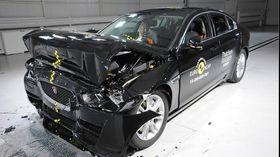 Jaguar XE etter fullbreddefrontkollisjonstesten.