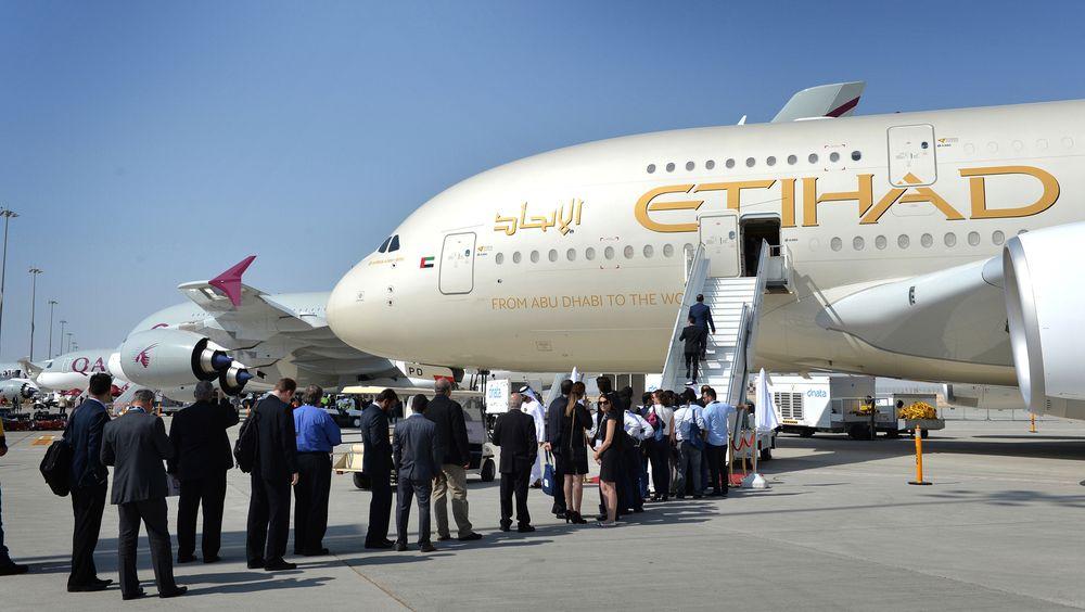 Airbus gjorde det skarpest på flymessene i 2015, som her i Dubai, men det er fortsatt Boeing som produserer flest passasjerfly i verden.
