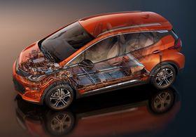 En titt på innsiden av Chevrolet Bolt viser en stor batteripakke, og motor på fremhjulene.