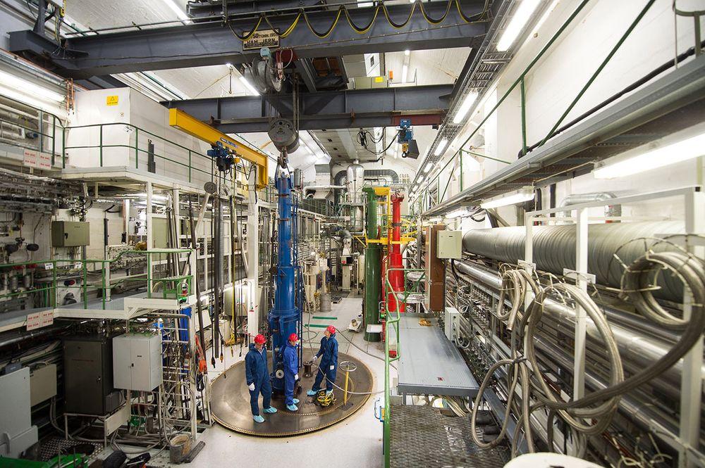 Lastes inn: Den andre testriggen med thorium-brenselstaver ble lastet inn i IFEs testreaktor i Halden i desember. Forsøkene med den første testriggen går så bra at de første kjernekraftverkene vil kunne ta i bruk thoriumbrensel som er kvalifisert av Thor Energy allerede i 2018.
