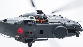 NH90-mannskap øver på heising fra KV Senja.
