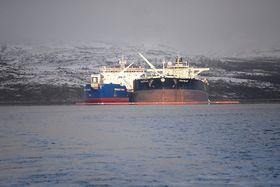 Første oljeomlastning skip-til-skip i regi av Norterminal ved Kirkenes 18. oktober 2014. Norterminal planlegger et anlegg for omlasting ved en landterminal.