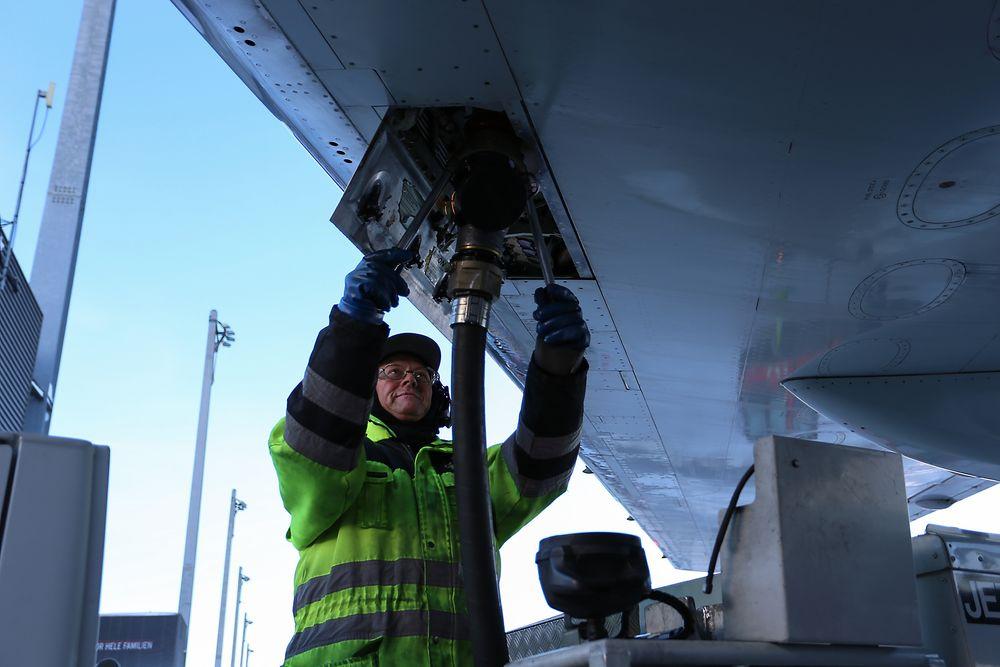 Første leveranse: SAS, Lufthansa Group og KLM som har inngått avtale med Air BP om kjøp av totalt 1,25 millioner liter bio-jetfuel i 2016. Det er første gang flydrivstoffprodusenten leverer bio-jetfuel til et felles tankanlegg for hele flyplassen.