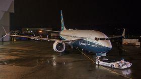 Den første Boeing 737 Max har vært ferdig i halvannen måned og forberedes for den første flyturen.
