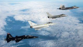 Både Finland og Danmark skal ha nye kampfly. Nå skal det avgjøres hvilke