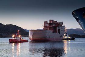 Den karakteristiske akterenden X-Stern gir operatøren fleksibilitet til å legge skipet opp mot været.
