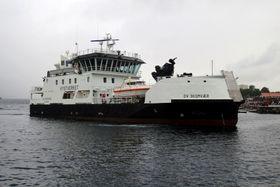 Skomvær og søsterfartøyene er 44 meter lange, 12 meter brede og er på 970 bruttotonn. Det er en besetning på 9, med køyeplass for 14. De er spesiallaget for å kunne gå inn i trange og grunne farvann.