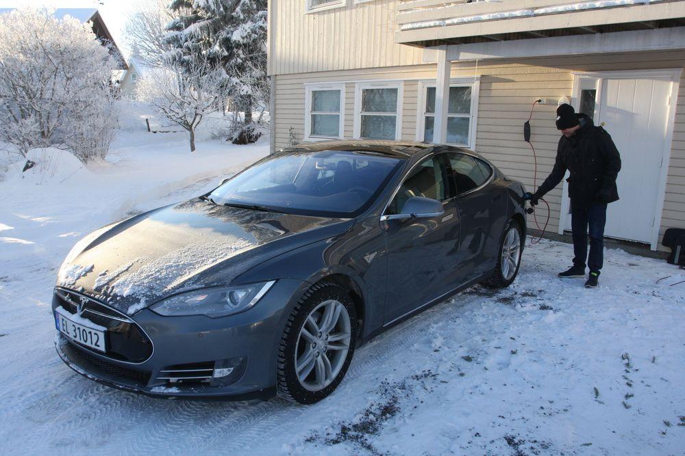 Brukte måneder på Tesla mysterium: Arne fikk ikke ladet