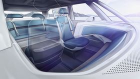 Volkswagen Budd-e har hjørnesofa og passasjersetet som kan snus bakover.