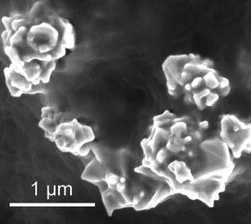 Graféndekkede nikkelpartikler sørger for å lede strøm så lenge temperaturen er under ønsket nivå.