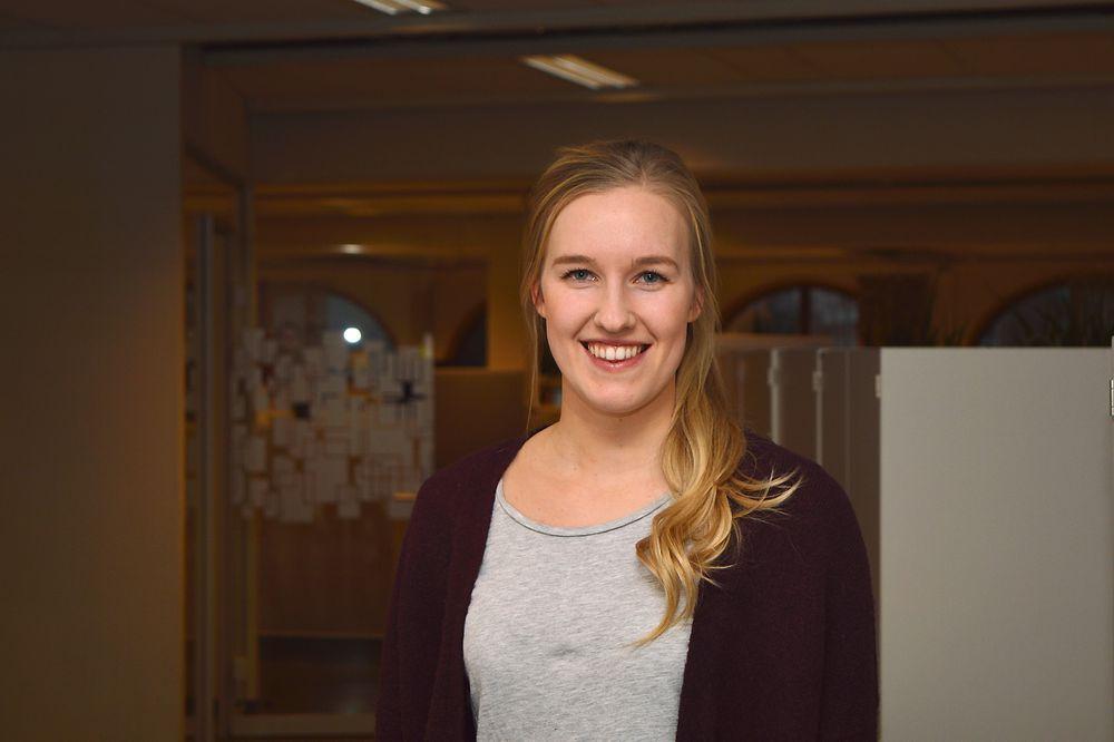 Maria Jakobsons var ferdig utdannet sivilingeniør i vår, og gikk rett ut i jobb hos Hjellnes consult. Og selv om det er trangere arbeidsmarked for ingeniører og sivilingeniører er fremdeles langt på vei de fleste nyutdannede i arbeid, i likhet med Jakobsons.
