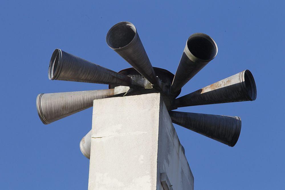 Signalene som får flyalarmen til å sette i gang sendes i dag over FM-nettet. Neste år legges det ned.