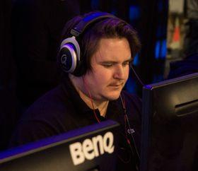 Bjørn «Skurk» Maaren under finalen av Telenorligaen på SpillExpo i 2015.
