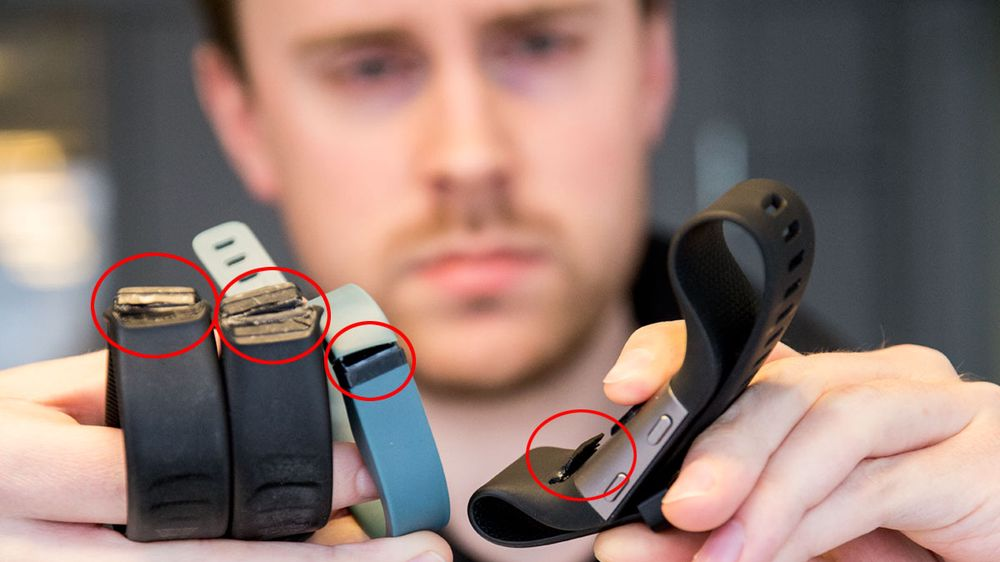De samme skadene går igjen i flere av redaksjonens Fitbit-armbånd.