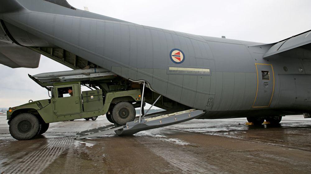Nasams HML kan rulle inn og ut av Luftforsvarets C-130J Hercules, noe som bidrar til å gi luftvernet en forbedret strategisk kapasitet.
