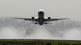 Her letter det første Boeing 737 Max på sin jomfruferd. Testflyet heter «Spirit of Renton».