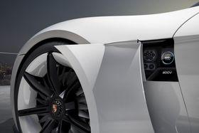 Det finnes mange klassiske Porshce turbo. Nå kommer den tyske bilprodusenten også med «turbolading» som skal kunne gi 400 km rekkevidde på et kvarter.