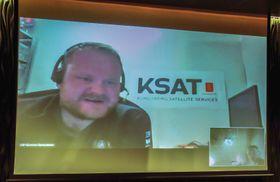 Hilsen fra Antarktis: Veldig langt fra gamlelandet kan Ulf Gunnar Samuelsen kose seg med god internettkapasitet og norske TV-kanaler formidlet via Thor 7.