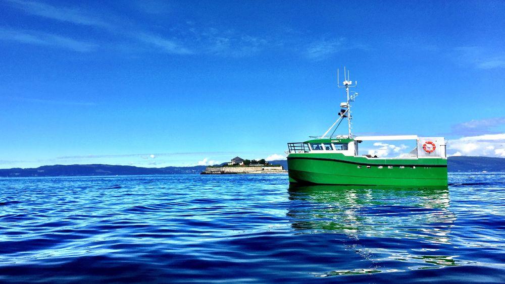 Karoline er verdens første elektriske sjark. Det snaut 11 meter lange fartøyet bruker dieselgenerator til og fra fiskefeltet, 2,5 timer fra hjemhavnen Vannvåg i Troms.