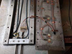 Ultralyd: Inne i detektoren finner vi åtte piezoelektriske elementer som lager et elektronisk bilde av dekket. De fanger opp omdekket har pigger.