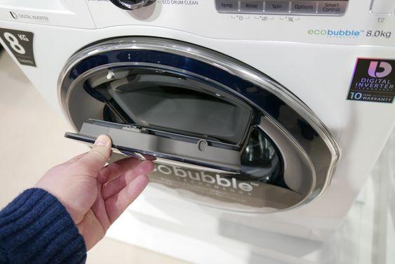 AddWash er rett og slett en egen luke i døren som lar deg legge til tøy under vask.