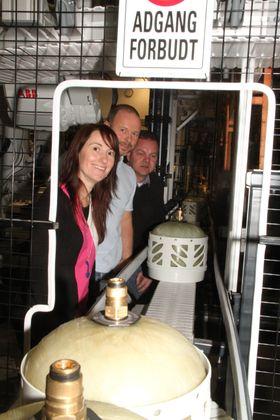 Fra venstre, Anita Hager, daglig leder i Intek Engineering, Ronny Skjølås, produksjonssjef fra Hexagon Ragasco og prosjektsjef Per Harald Sivesind fra Intek.
