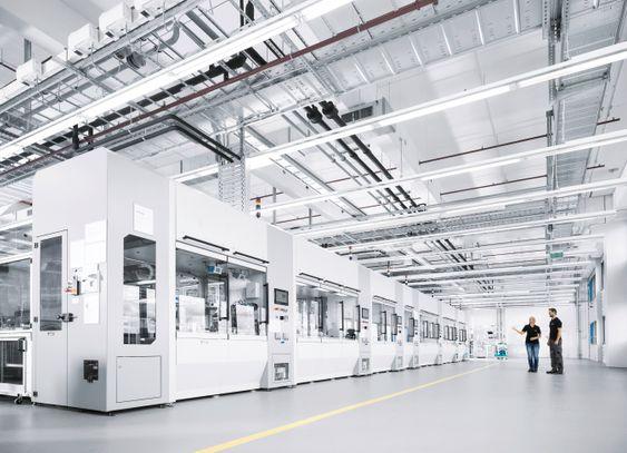 Festo, Scharnhausen, 30 meter lang modulær egenutviklet montasjelinje. Totalt fem er planlagt. Hver linje kan variere produkt uten å stanse produksjonen.