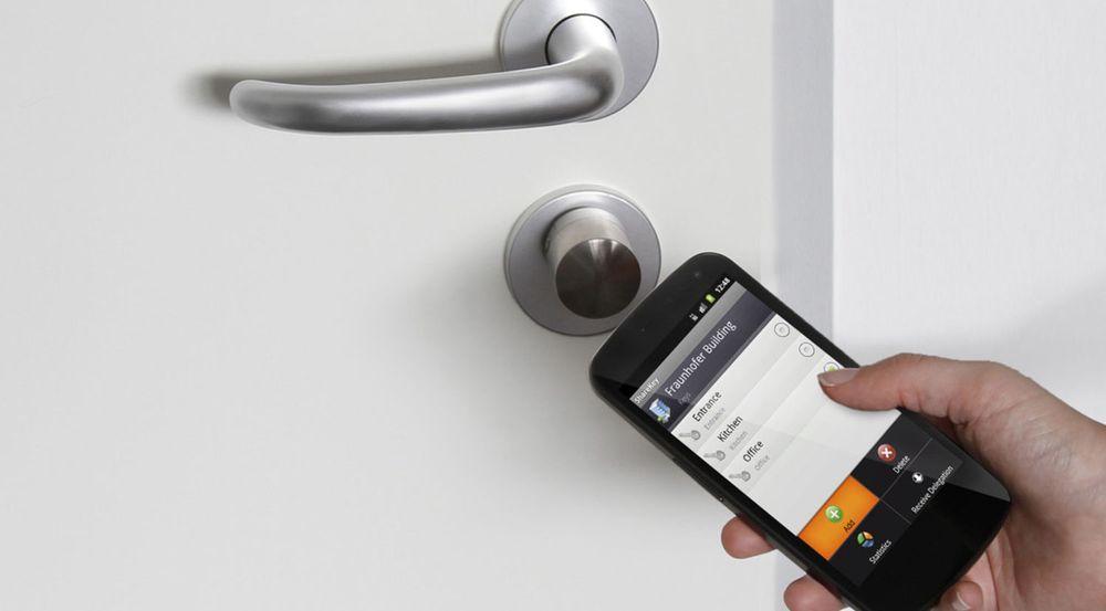 Ved hjelp av smartmobiler med NFC-støtte og ShareKey-løsningen til Fraunhofer SIT, kan elektroniske dørnøkler distribueres ved hjelp av MMS eller e-post.